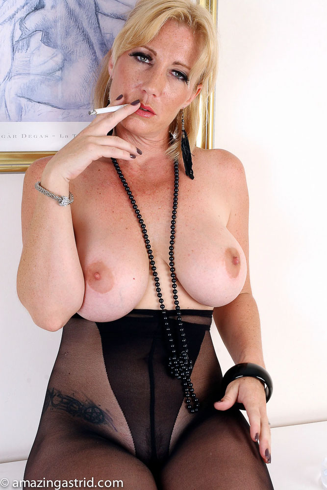 Milfs Smoking Fetish - Nude Gallery-9973
